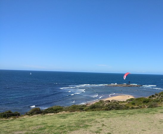Collaroy Beach, Australien: Looking east with para-glider...