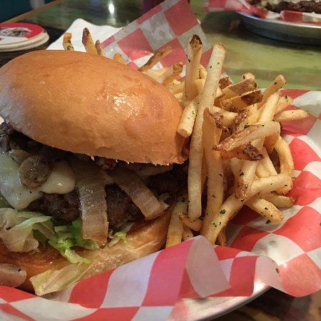 Cheeseburger in paradise: photo0.jpg