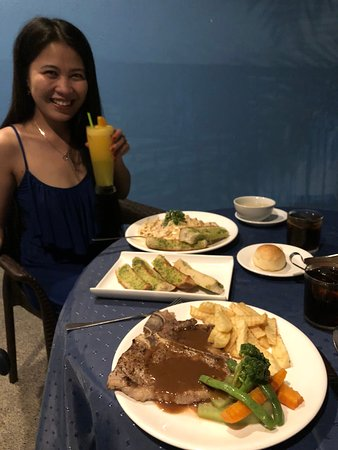 Sunset Bay Beach Resort: Good food and large portions