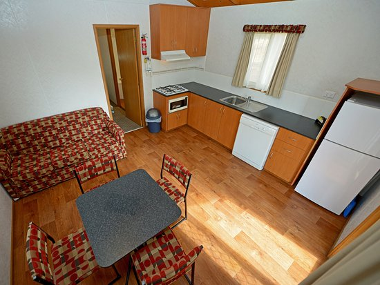 Spacious kitchen, ready to cook a romantic dinner - Spa Cabins