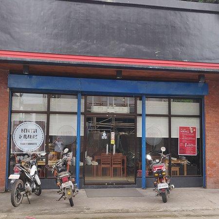 Camarines Sur Province, Philippinen: Benitta & Flora's Bistro Cafe
