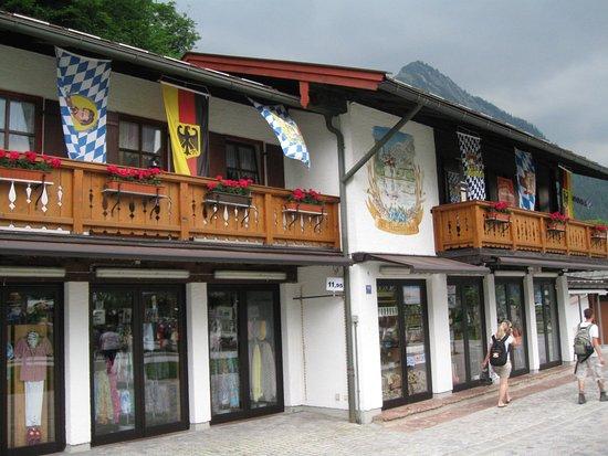Salzburg, Österreich: Зальцбург. Австрия. Домик в одной из деревушек в окрестностях Зальцбурга