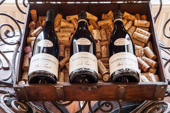 Vougeot, France : De grandes appellations à découvrir à la boutique