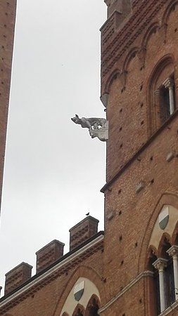 Palazzo Pubblico and Museo Civico: Particolare. Merlatura.
