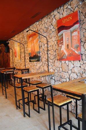 bois, pierre et fer, pour une deco brut :) - Picture of Jobi Sousse ...