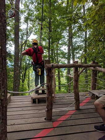 Barnardsville, NC: One of our tour guides, David, at the second Zipline
