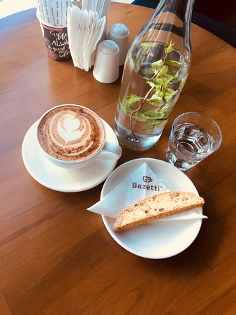 Bazetti Coffee: Utterly stunning place. The great taste of coffee, delightful deserts and food are extremely goo