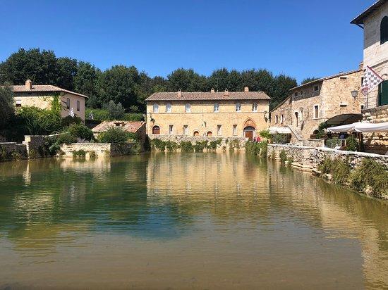 The original thermal baths picture of terme bagno vignoni bagno