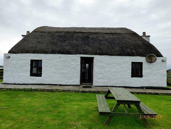 Benbecula Island, UK: thatched cottage on benbecula