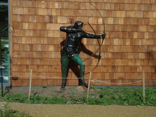 Nottinghamshire, UK: Statue of the famed Robin Hood