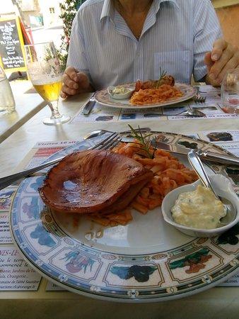 Chalabre, ฝรั่งเศส: Claire's Ham & pasta............