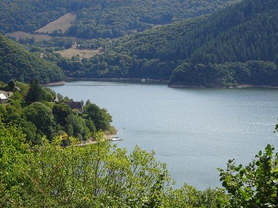 Therondels, França: VUE sur le LAC
