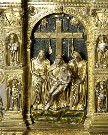 Vigevano, Italy: bassorilievo in oro