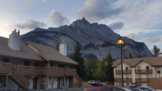 Banff Rocky Mountain Resort: 20180908_192307_large.jpg