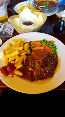 Tormarton, UK: beef and Stilton pie