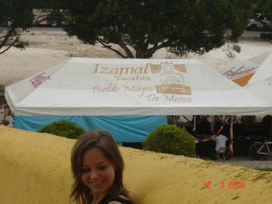 El Atrio del Convento de Izamal: Izamal (2006)