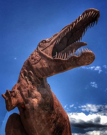 Aguanga, แคลิฟอร์เนีย: A giant dinosaur metal sculpture at Ricardo Breceda Gallery