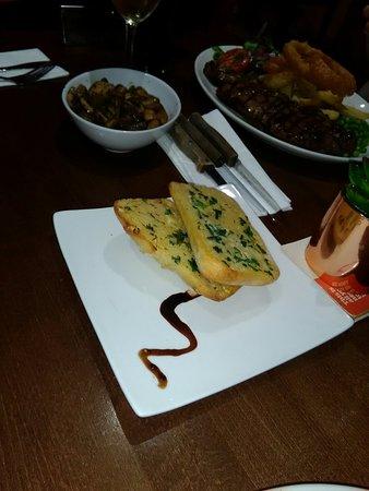 Rhoose, UK: Best garlic bread ever. Yum! Yum!