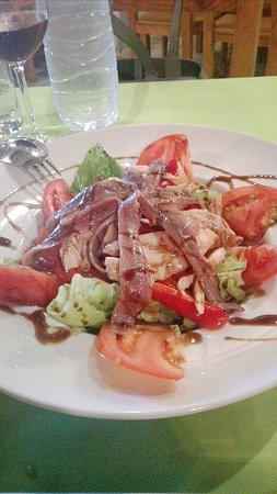 Escuer, Espanha: Fresca ensalada de ventresca y anchoazs