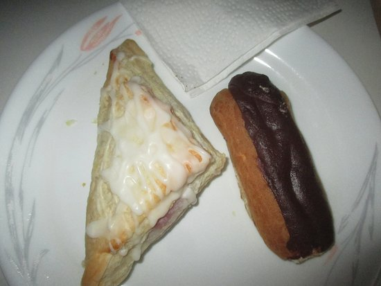 Morning Glory's Bakery Cafe: Cherry turnover along with Eclair
