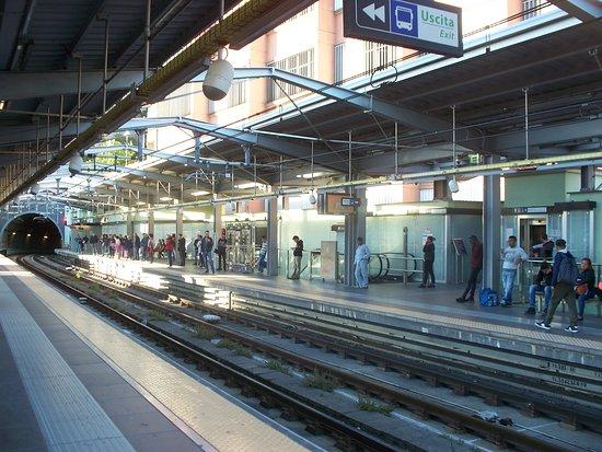stazione Brignole - entrata nella galleria - Foto di Metropolitana ...