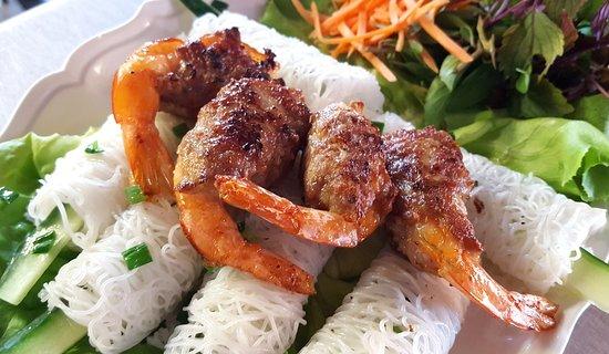 """""""Cha tom"""" un plat délicieux.(Viande de porc  entourée  crevette grillée)"""