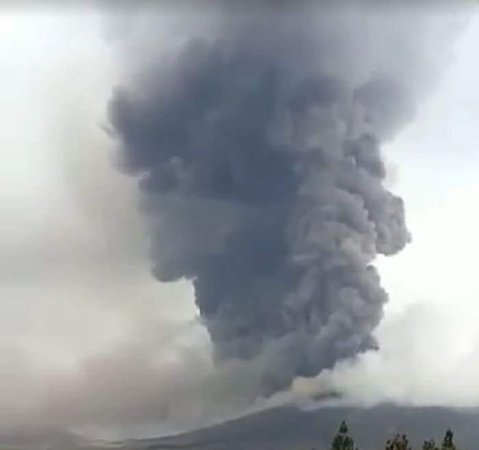 Langowan, Indonesia: soputan volcano erupted 3 october 2018