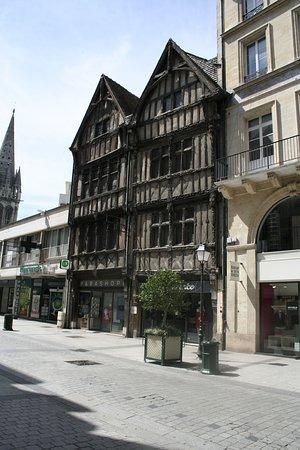 Maisons a Pans de Bois : Z poloviny dřevěné domy jsou raritou města.