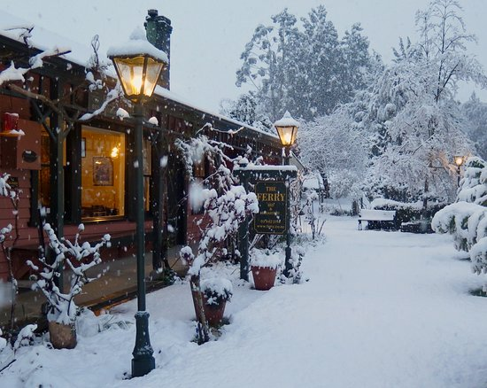 The Old Ferry Hotel Bed & Breakfast: Winter Snow