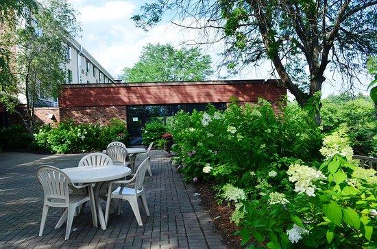 Best Western Inn at Hunt's Landing: Patio Garden