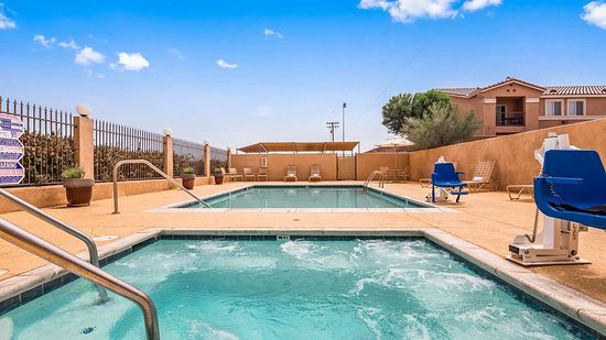 Best Western Plus Main Street Inn: Outdoor Pool