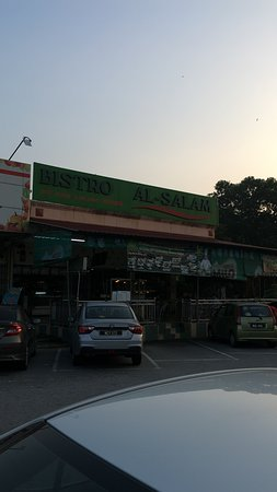 Nilai, Malaysia: We park near shops lots and walk up