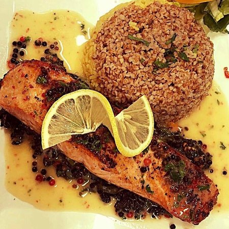 Franklin Park, Νιού Τζέρσεϊ: Salmon grilled to perfection is sure to leave your mouth watering.