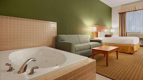 Bentleyville, PA: King Spa Room