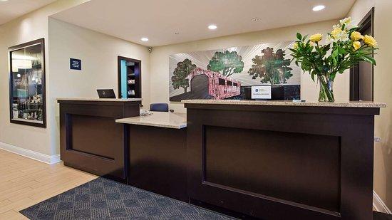 Bentleyville, PA: Front Desk