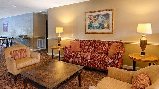 SureStay Plus by Best Western Tarboro Hotel: Lobby