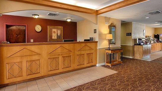 SureStay Plus by Best Western Tarboro Hotel: Reception Desk