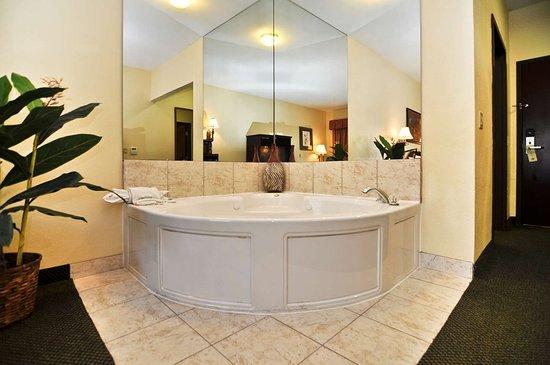 Best Western Plus Sam Houston Inn & Suites: King Suite with Whirlpool
