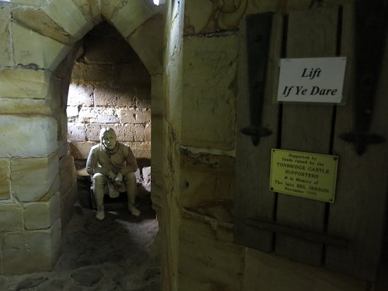 Tonbridge Castle: AV Display Example 2