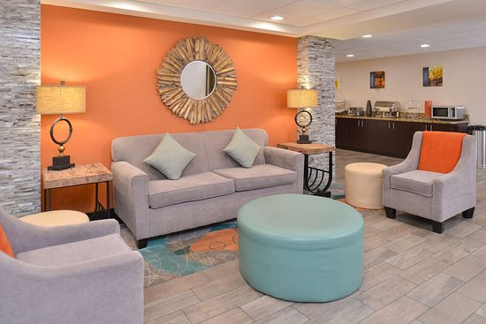Countryside, IL: Lobby Seating Area