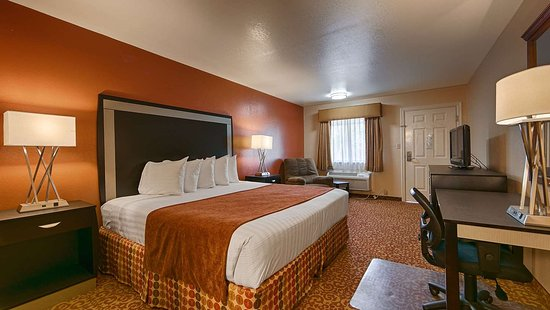 Zapata, TX: Guest Room with One King Bed