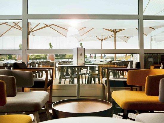 Saint-Quentin-en-Yvelines, ฝรั่งเศส: Bar Lounge