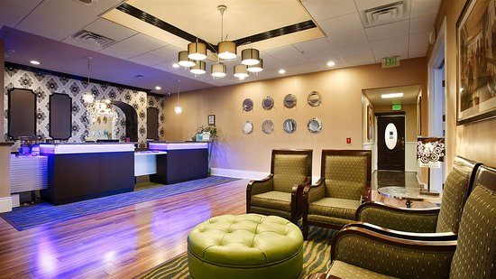 Best Western Plus San Pedro & Suites Hotel