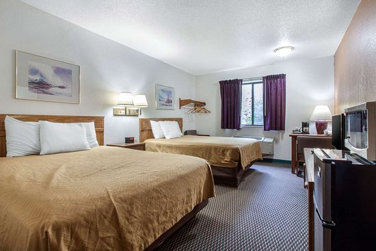 Oacoma, SD: Well-equipped guest room