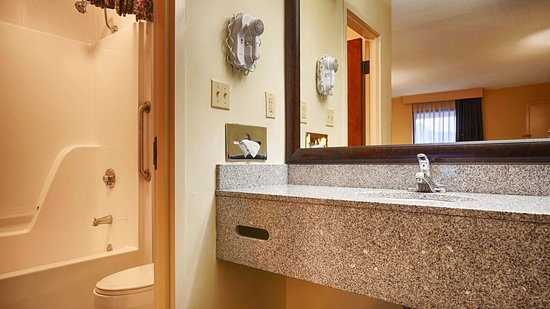 Camden, TN: Bathroom
