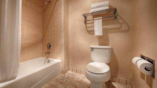 Calexico, CA: King Suite Bathroom