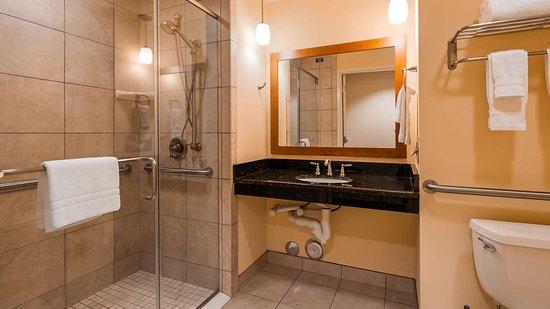 Leland, North Carolina: Guest Bathroom