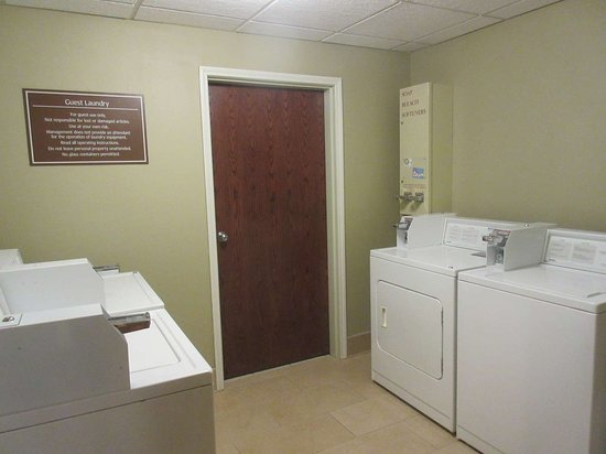 Best Western Plus Olympic Inn: Guest Laundry