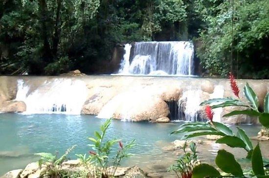 モンテゴベイとダンの川の滝と川の管
