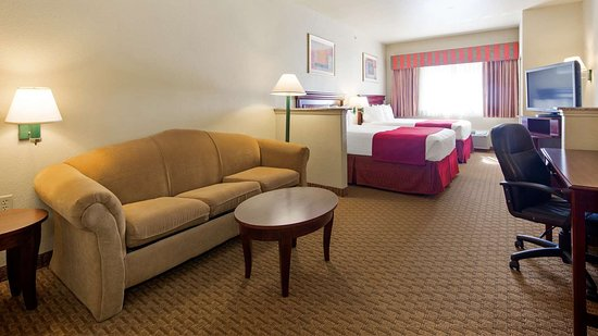 Quanah, TX: Suite with Two Queen Beds